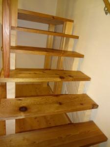 レッドシダーの階段