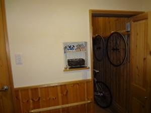 玄関奥にサイクルコーナーが